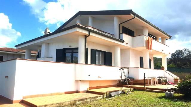 Villa in buone condizioni in vendita Rif. 4390165