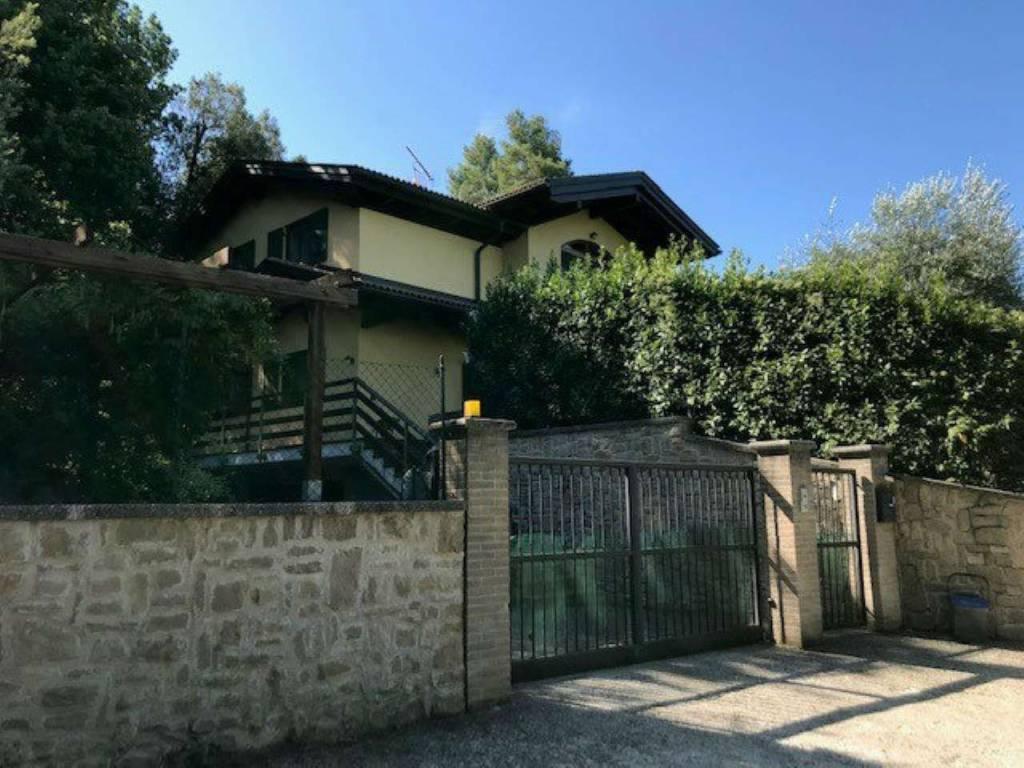 Villa in vendita a Narni, 8 locali, prezzo € 370.000 | CambioCasa.it