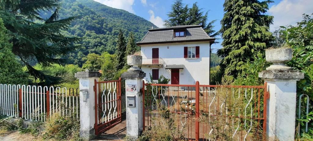 Villa in vendita a San Damiano Macra, 7 locali, prezzo € 350.000 | CambioCasa.it