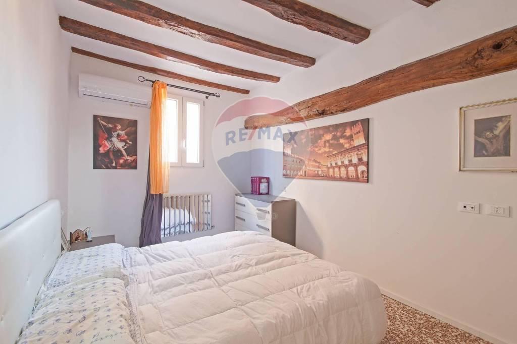 Appartamento in Vendita a Bologna Centro: 3 locali, 72 mq