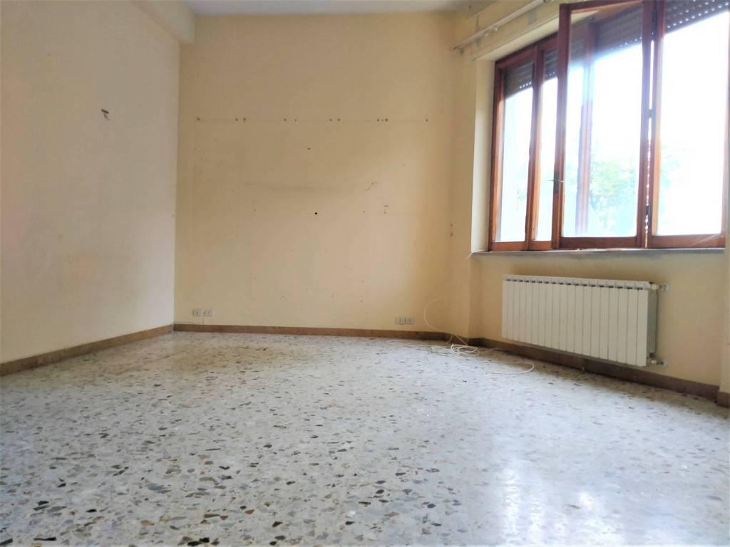 Appartamento in vendita a Foligno, 4 locali, prezzo € 75.000 | PortaleAgenzieImmobiliari.it