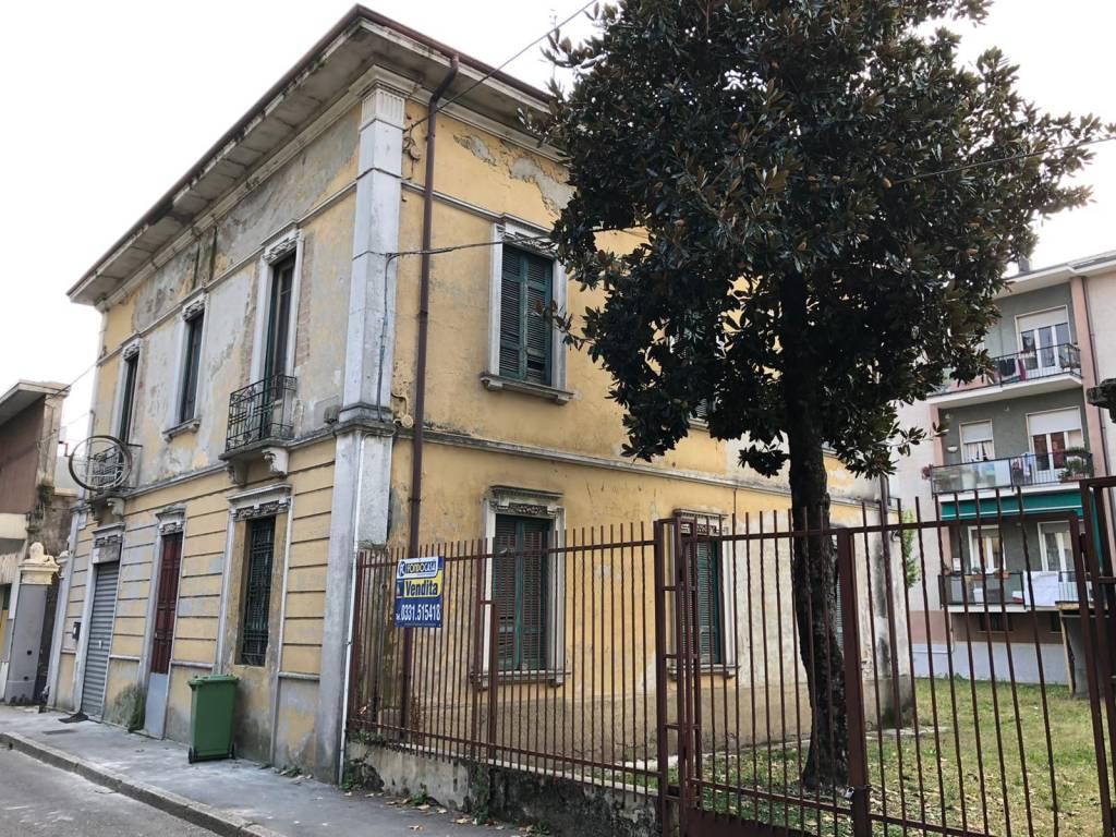 Villa in vendita a Cerro Maggiore, 5 locali, Trattative riservate | CambioCasa.it