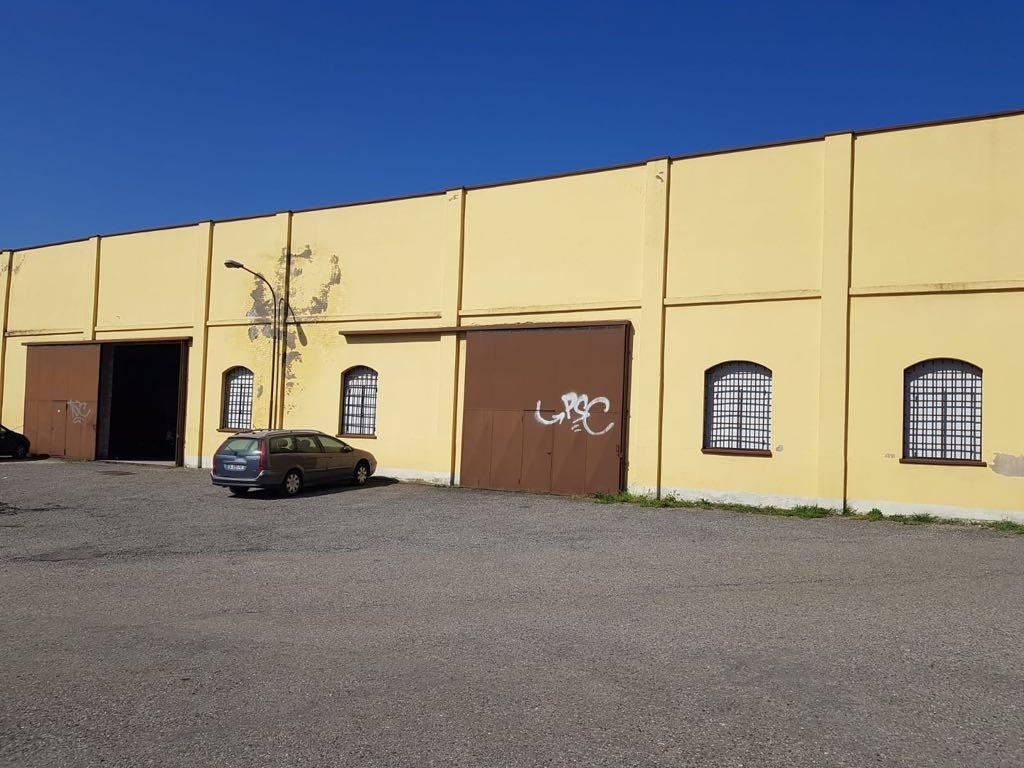 Capannone in vendita a Castronno, 1 locali, prezzo € 350.000 | CambioCasa.it