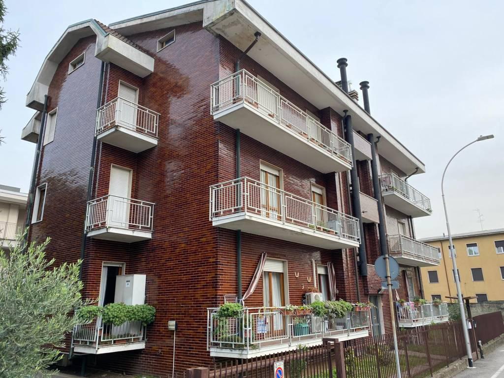 Appartamento in vendita a Garbagnate Milanese, 3 locali, prezzo € 145.000 | CambioCasa.it