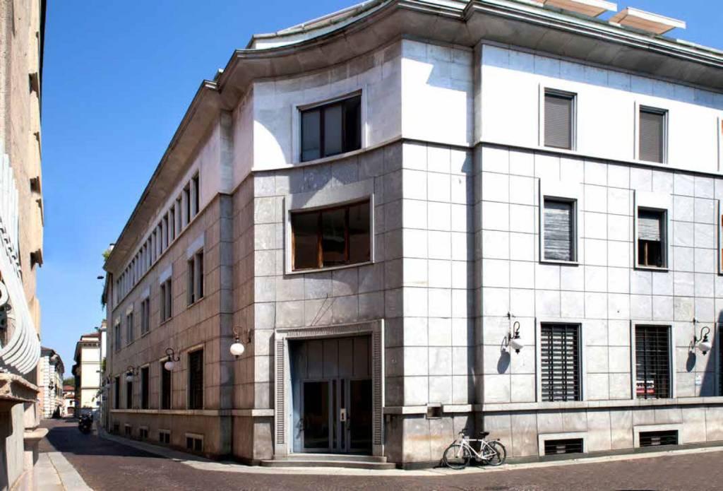 Negozio/Ufficio . Via Benedetto Cairoli 4