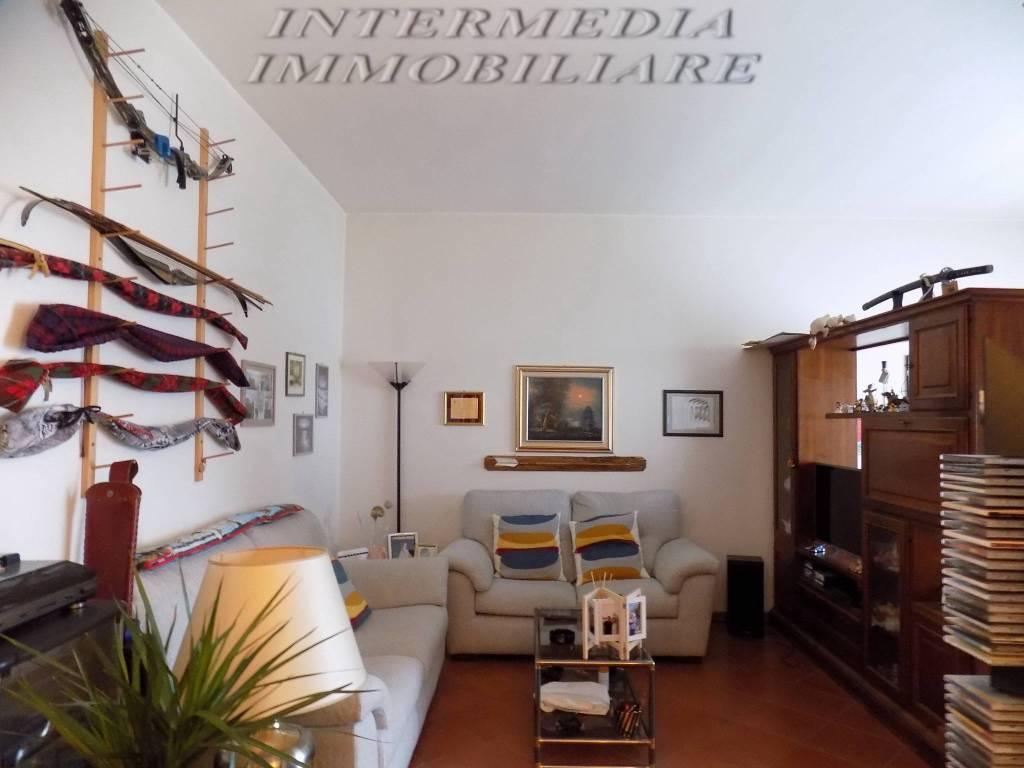 Appartamento in vendita a Montevarchi, 4 locali, prezzo € 140.000 | CambioCasa.it