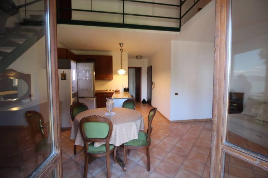 Appartamento in vendita a Anguillara Sabazia, 3 locali, prezzo € 145.000   CambioCasa.it