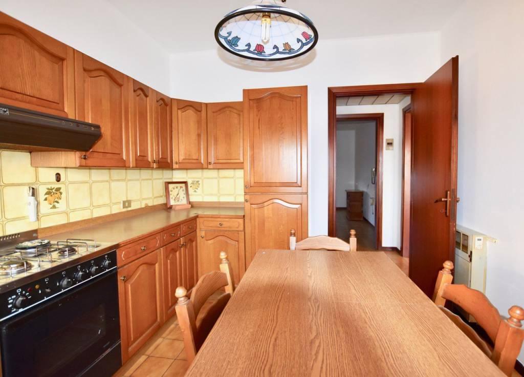 Appartamento in vendita a Baricella, 5 locali, prezzo € 69.000   CambioCasa.it