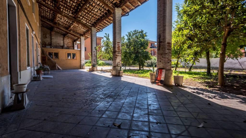 Rustico / Casale in vendita a Ghedi, 9 locali, prezzo € 287.000   PortaleAgenzieImmobiliari.it