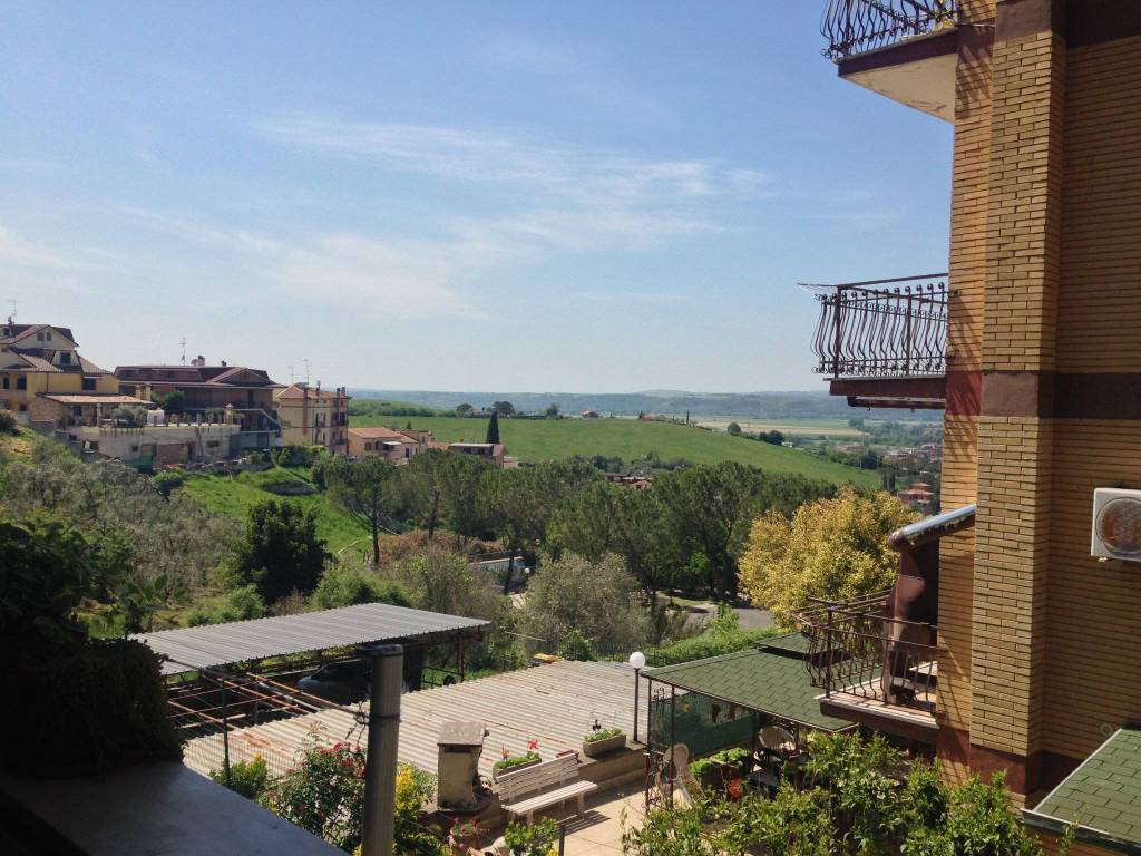 Appartamento in vendita a Monterotondo, 4 locali, prezzo € 159.000   CambioCasa.it