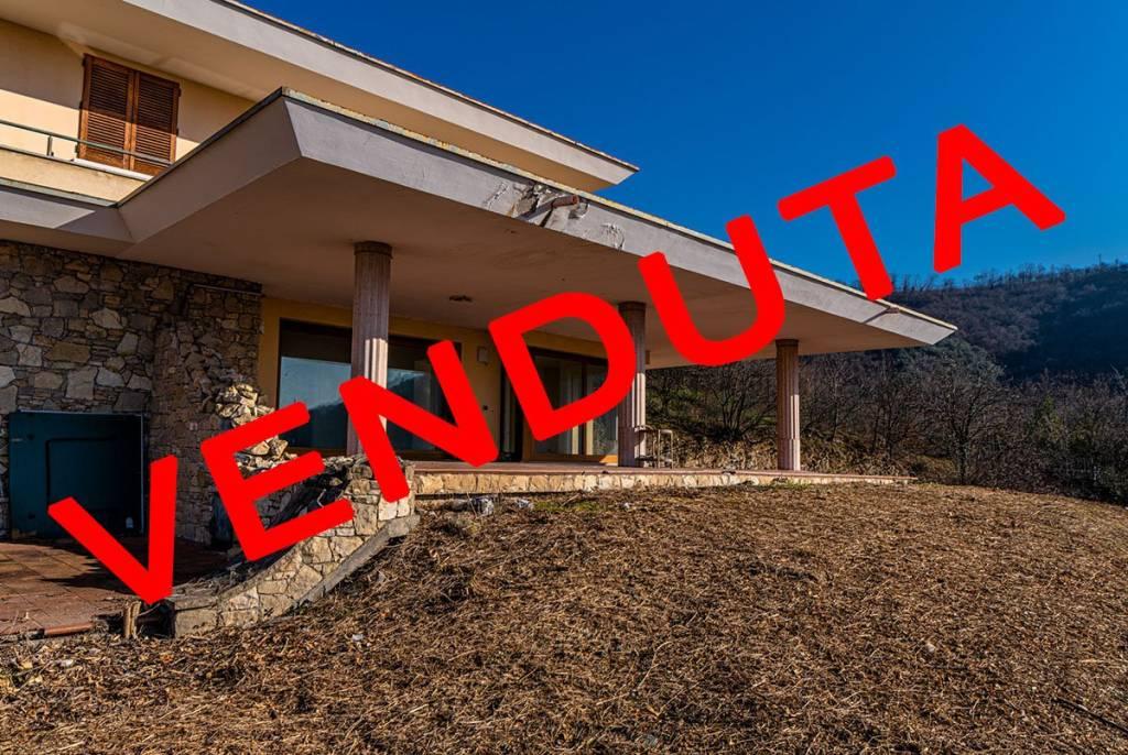 Villa in vendita a Cellatica, 9 locali, prezzo € 1.000.000 | PortaleAgenzieImmobiliari.it