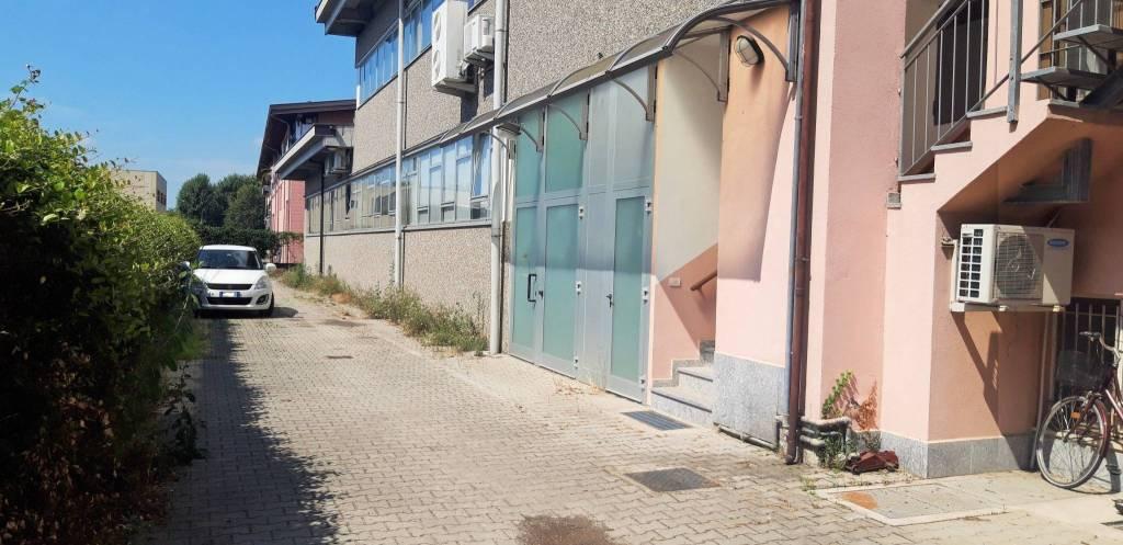 Capannone in vendita a Somma Lombardo, 9999 locali, prezzo € 350.000 | PortaleAgenzieImmobiliari.it