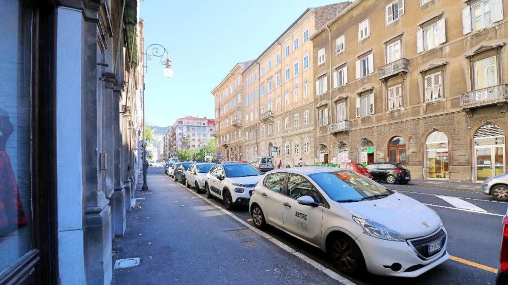 Negozio / Locale in affitto a Trieste, 3 locali, prezzo € 500 | CambioCasa.it