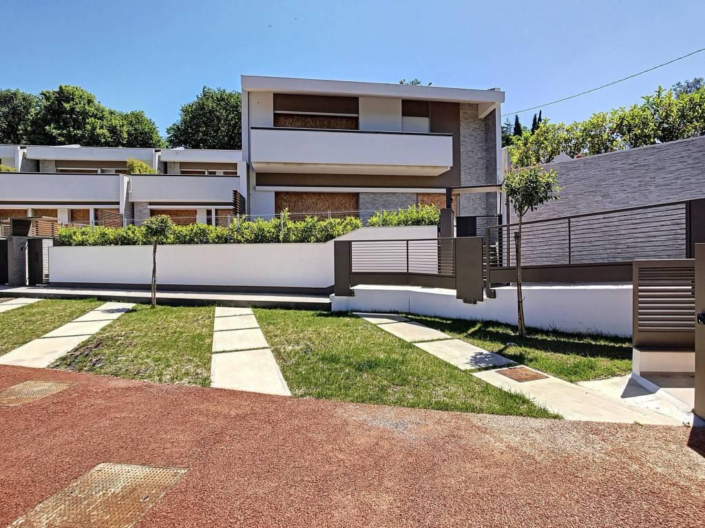 Villa a Schiera in vendita a Salerno, 6 locali, prezzo € 395.000 | CambioCasa.it