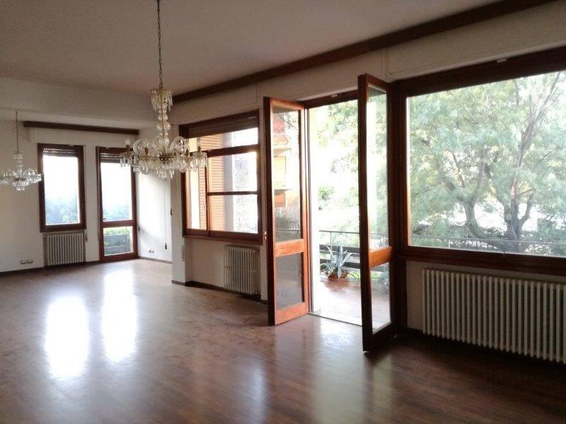 Soluzione Indipendente in affitto a Prato, 6 locali, prezzo € 2.500   CambioCasa.it