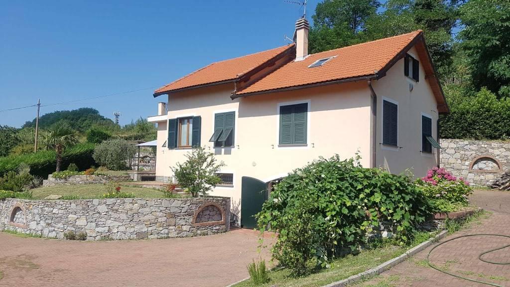 Soluzione Indipendente in vendita a Sant'Olcese, 7 locali, prezzo € 690.000 | CambioCasa.it