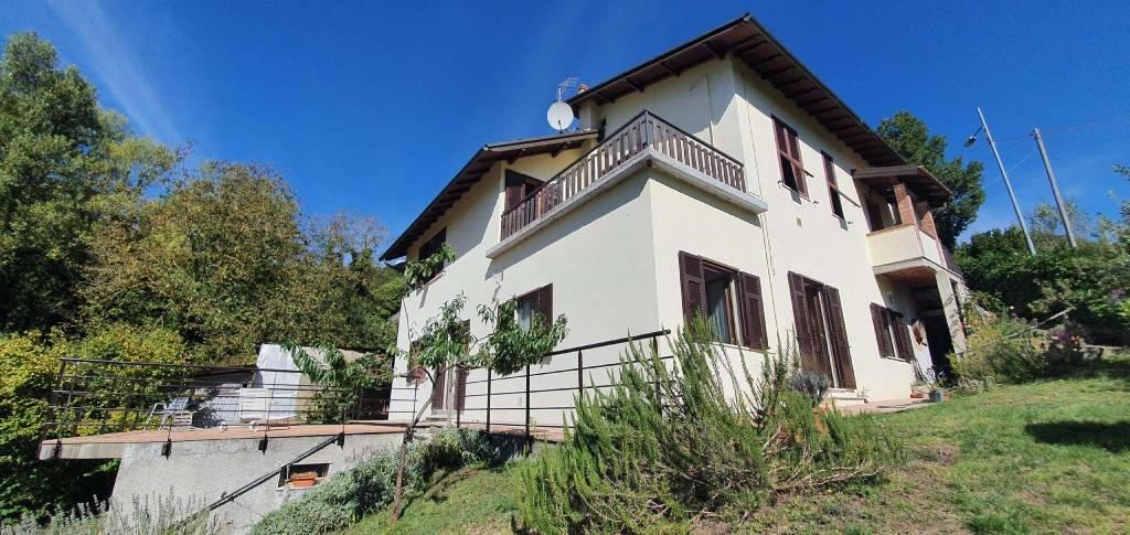 Villa in vendita a Montoggio, 12 locali, prezzo € 460.000 | CambioCasa.it