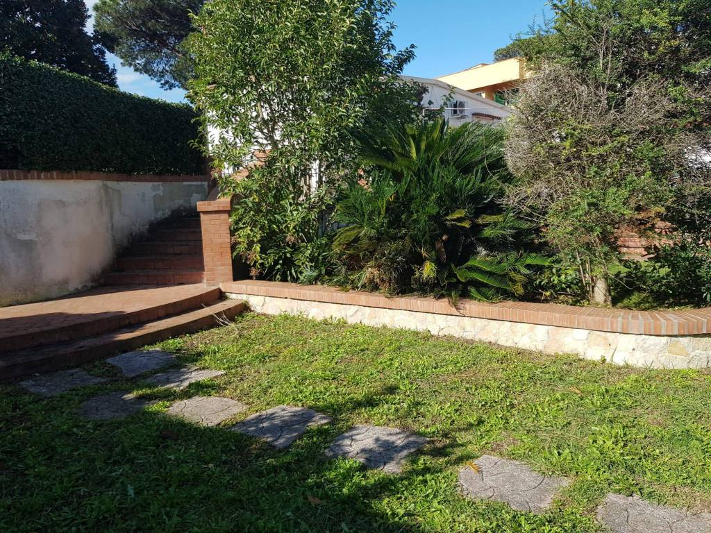 Villa a Schiera in affitto a Pozzuoli, 2 locali, prezzo € 800 | CambioCasa.it