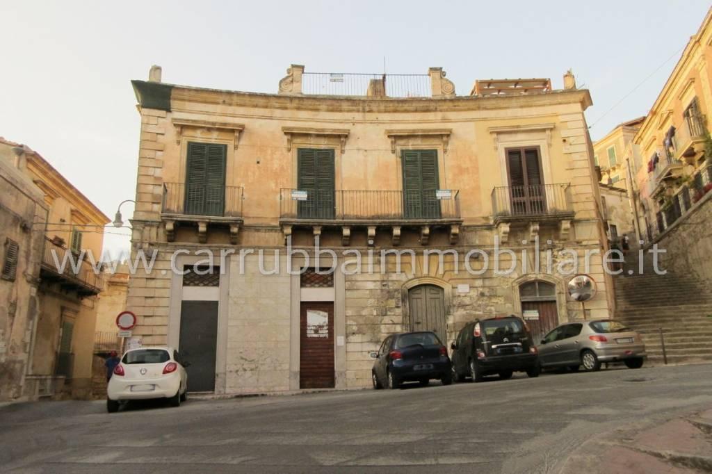 Casa indipendente in Vendita a Modica Semicentro: 5 locali, 241 mq