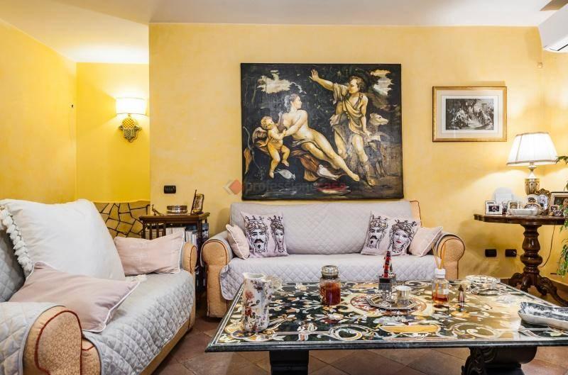Casa indipendente in Vendita a Catania Centro: 5 locali, 175 mq