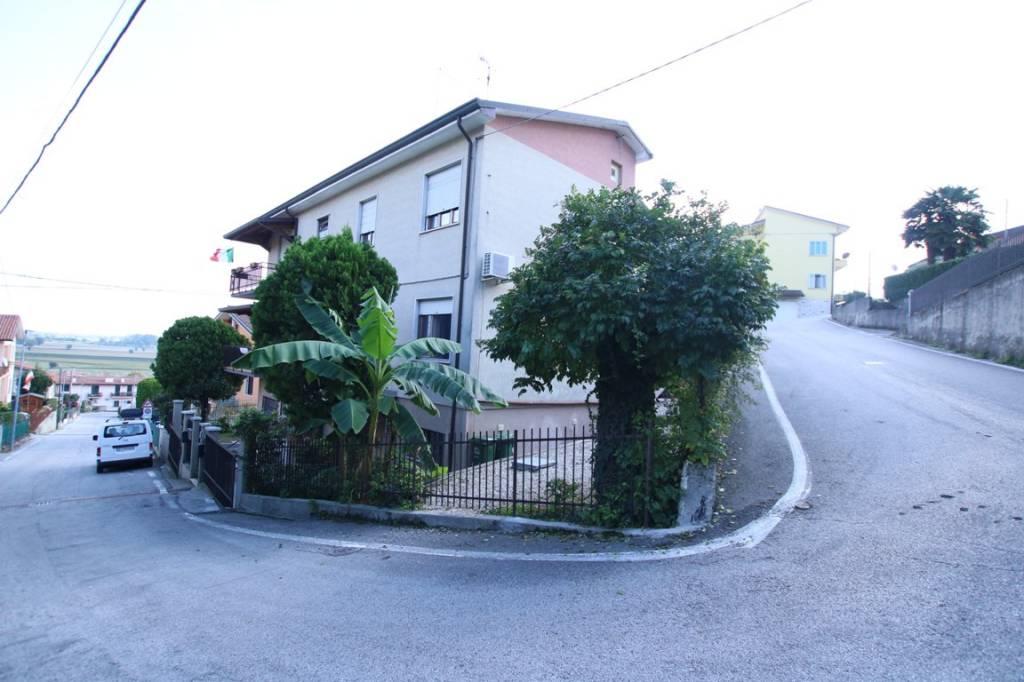Appartamento in vendita a Longare, 6 locali, prezzo € 155.000 | CambioCasa.it