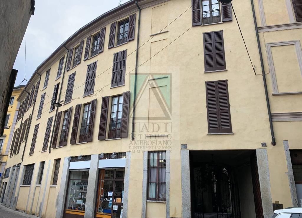 Negozio-locale in Vendita a Milano 01 Centro storico (Cerchia dei Navigli): 1 locali, 38 mq