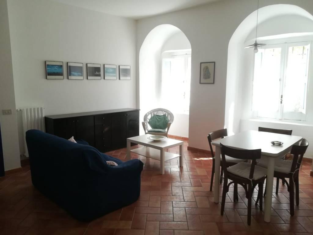 Appartamento in buone condizioni arredato in affitto Rif. 8426904