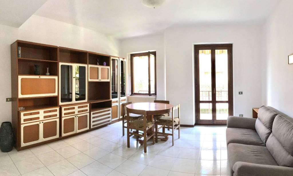 Appartamento in buone condizioni parzialmente arredato in affitto Rif. 8243206