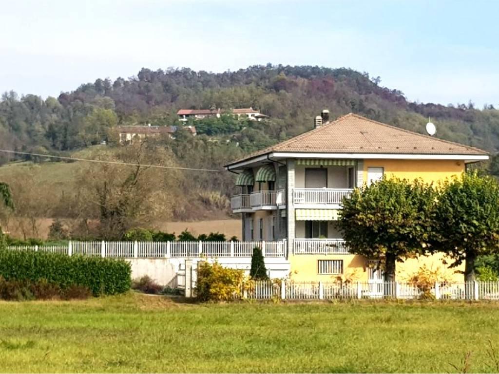 Villa in vendita a Casalborgone, 8 locali, prezzo € 105.000 | PortaleAgenzieImmobiliari.it