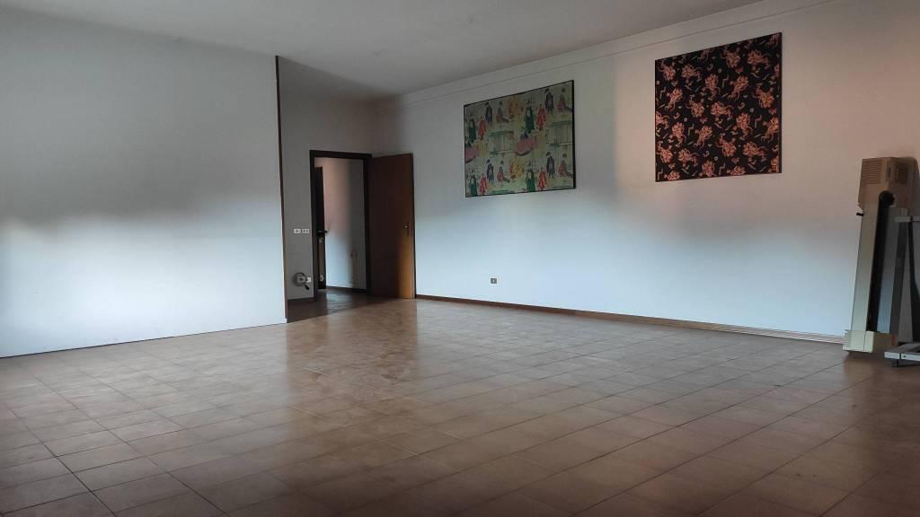 Appartamento in vendita a Vertova, 3 locali, prezzo € 60.000 | PortaleAgenzieImmobiliari.it