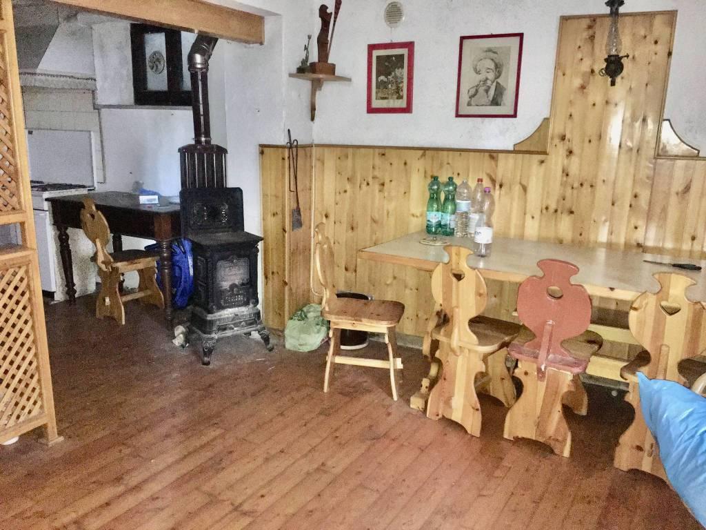 Appartamento in buone condizioni arredato in vendita Rif. 4425888