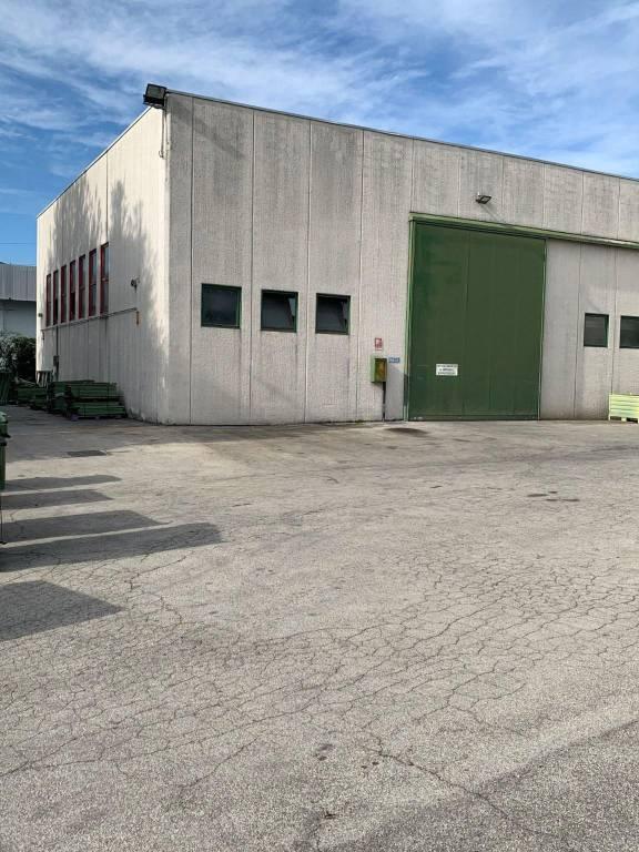 Capannone in vendita a Selvazzano Dentro, 9999 locali, prezzo € 700.000 | CambioCasa.it