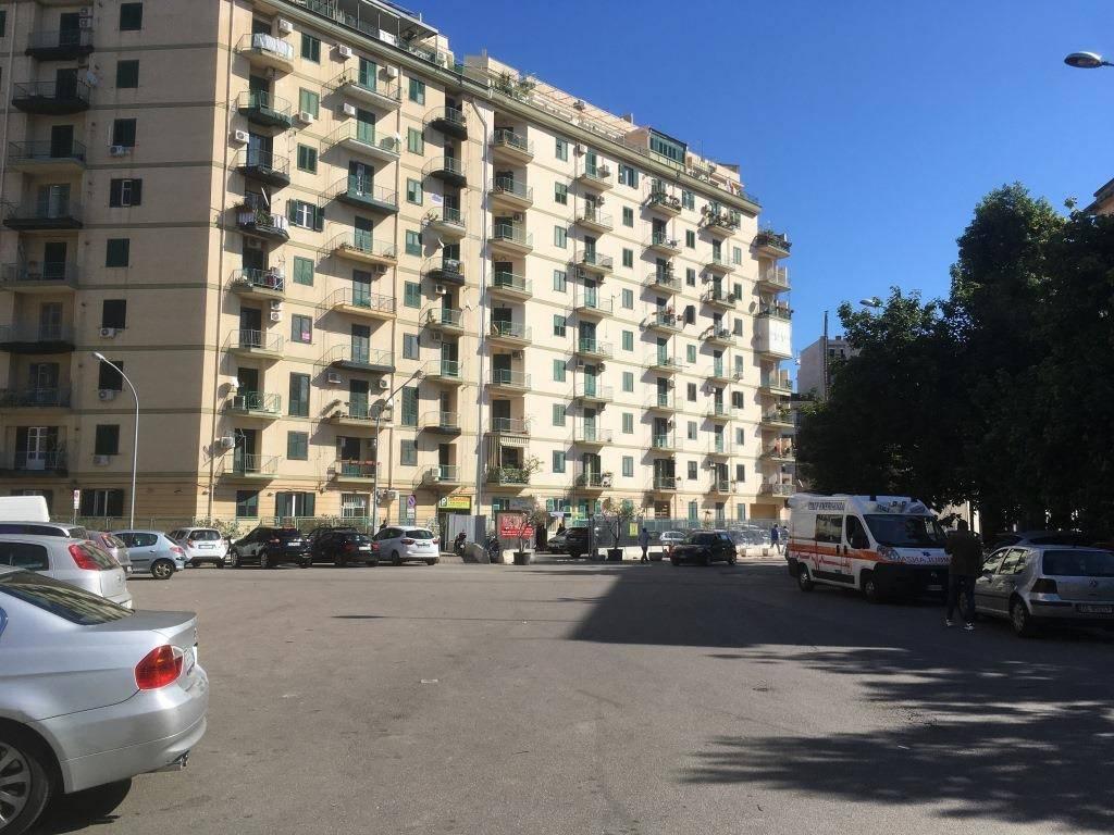 Appartamento in Affitto a Palermo Semicentro: 4 locali, 120 mq