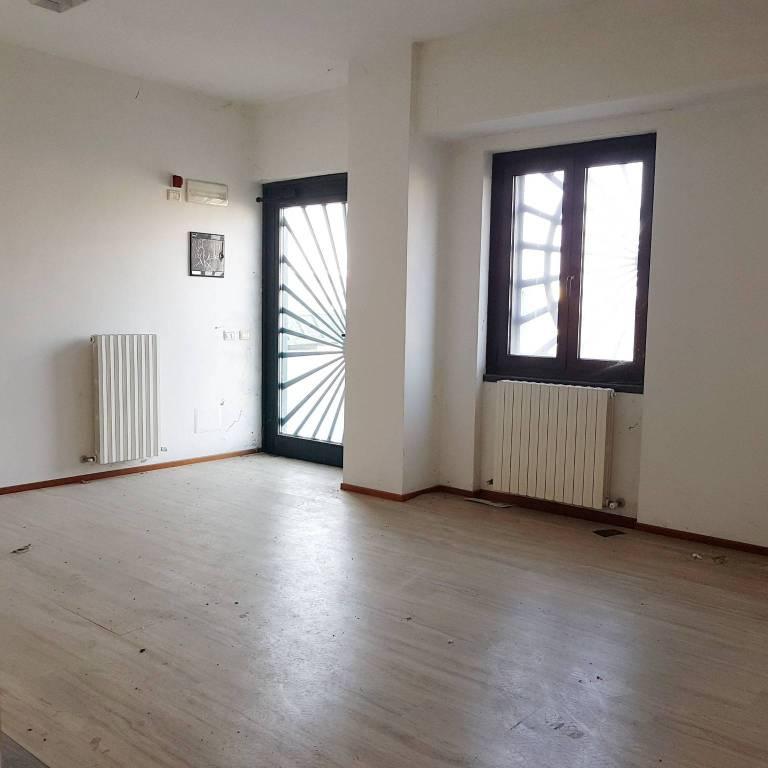 Capannone in affitto a Gualtieri, 2 locali, prezzo € 900 | PortaleAgenzieImmobiliari.it