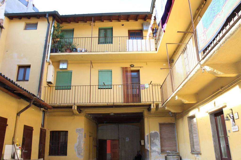 Palazzo / Stabile in Vendita a Treviglio