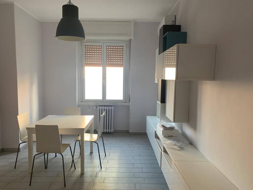 Appartamento in affitto a Milano, 2 locali, zona Repubblica, Stazione Centrale, P.ta Nuova, B. Marcello, prezzo € 1.333 | PortaleAgenzieImmobiliari.it