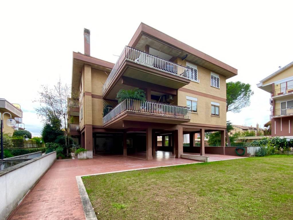 Appartamento in vendita a Roma, 2 locali, zona Zona: 36 . Finocchio, Torre Gaia, Tor Vergata, Borghesiana, prezzo € 99.000 | CambioCasa.it
