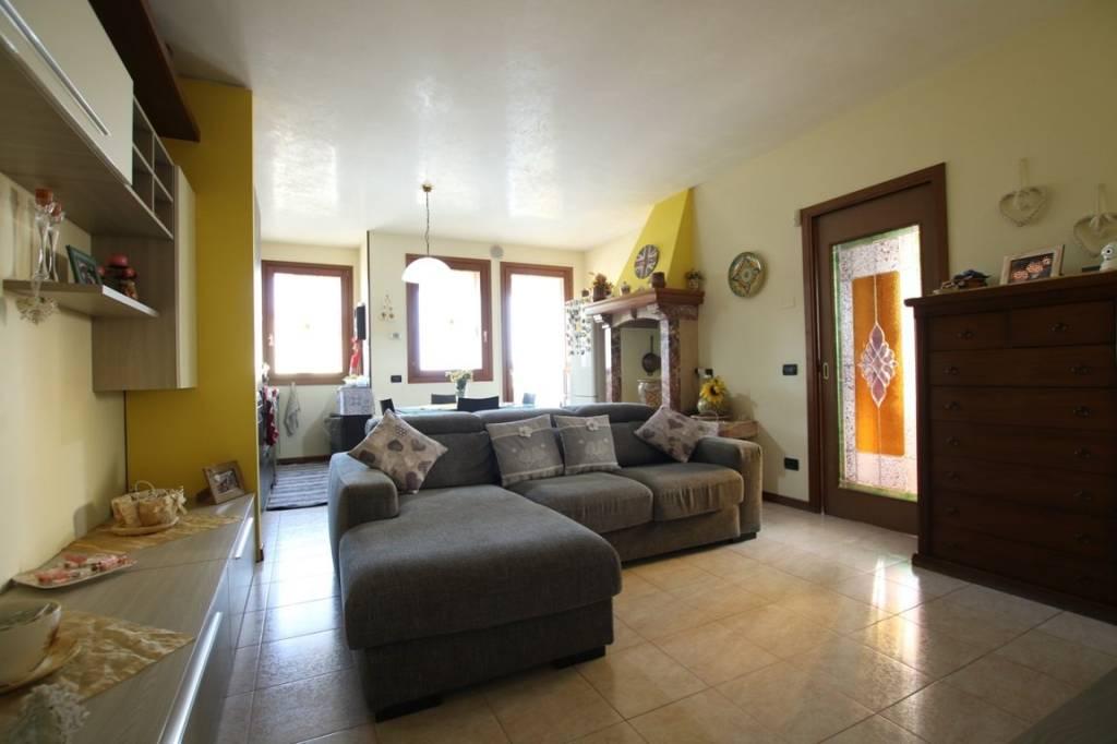 Appartamento in vendita a Longare, 3 locali, prezzo € 124.000 | CambioCasa.it