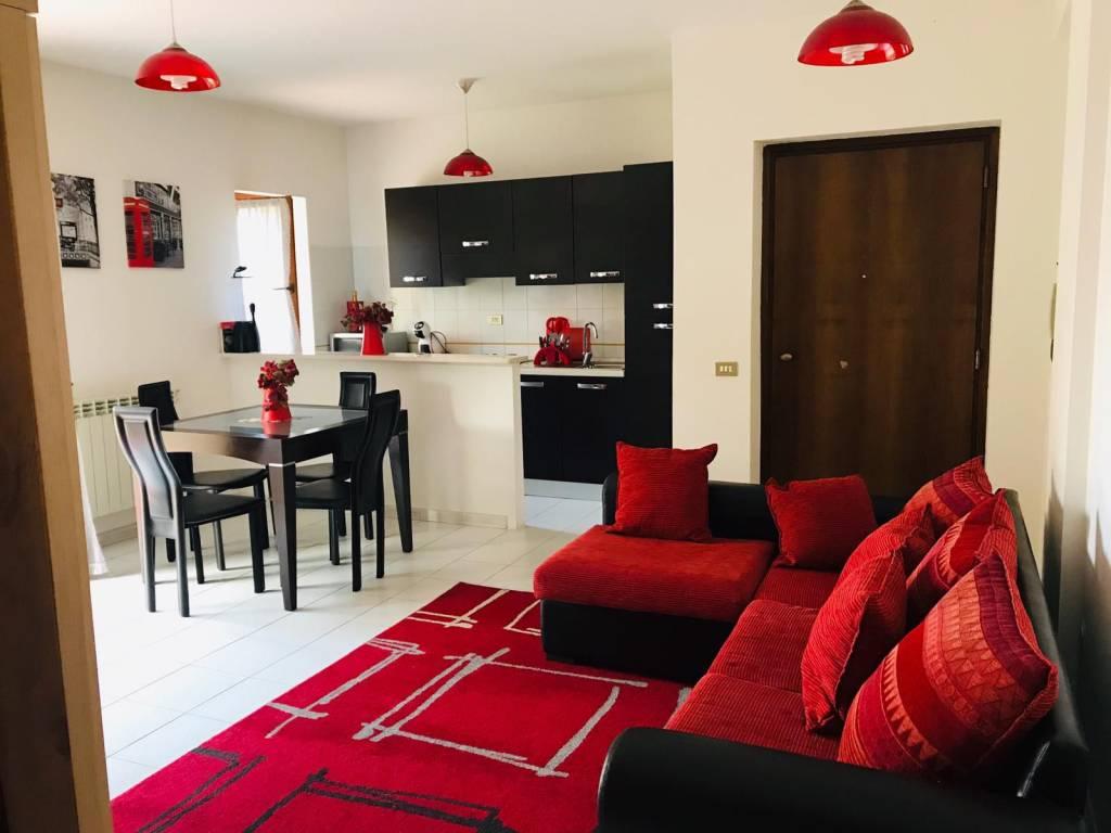 Appartamento in buone condizioni arredato in vendita Rif. 7832520