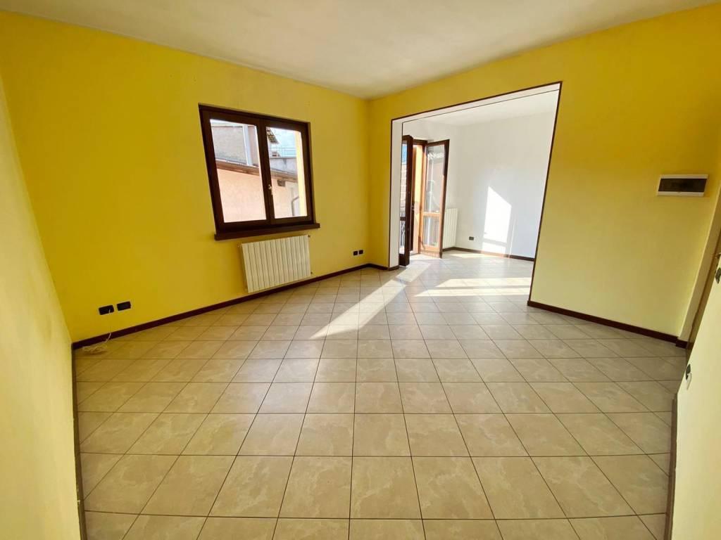 Appartamento in vendita a Leffe, 3 locali, prezzo € 70.000 | PortaleAgenzieImmobiliari.it