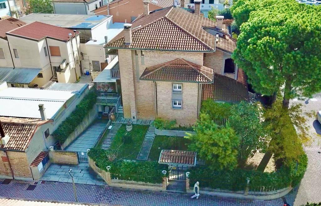 Appartamento in Vendita a Cesenatico Centro:  4 locali, 118 mq  - Foto 1