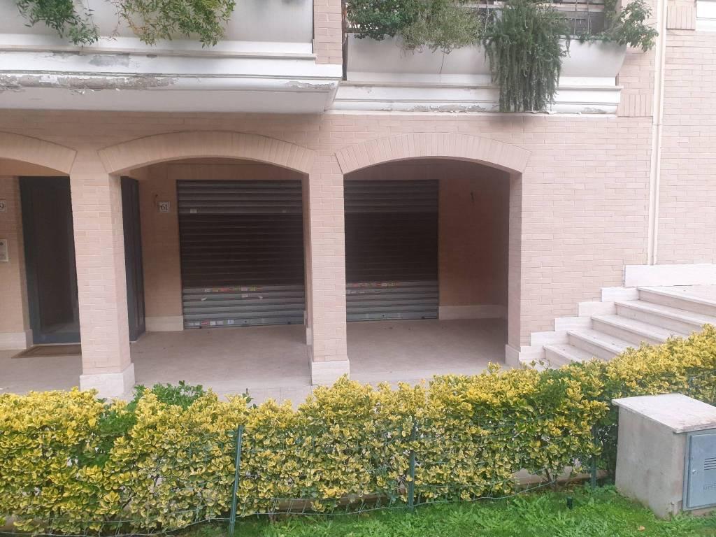 Negozio / Locale in vendita a Roma, 1 locali, zona Zona: 42 . Cassia - Olgiata, prezzo € 350.000   CambioCasa.it
