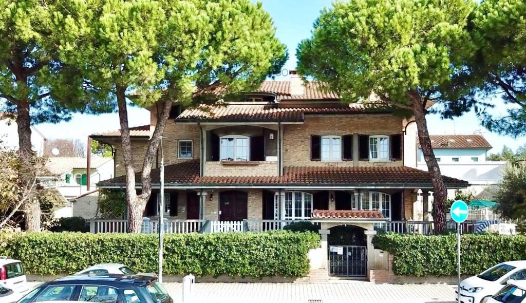 Appartamento in Vendita a Cesenatico Centro: 4 locali, 270 mq