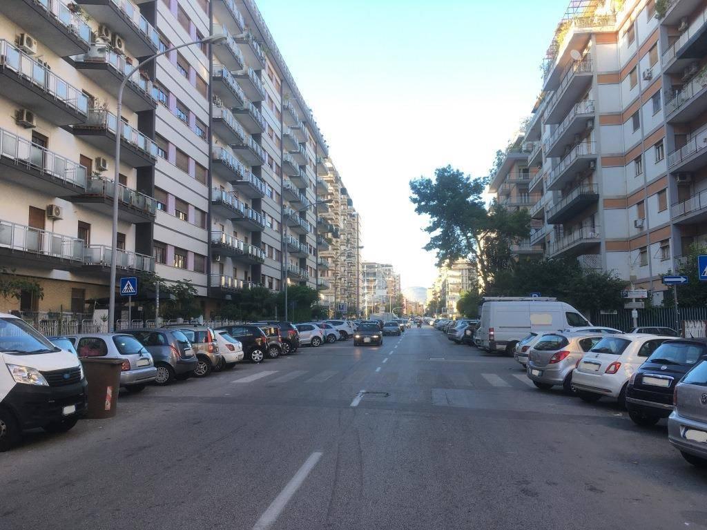 Appartamento in Vendita a Palermo Semicentro: 4 locali, 170 mq