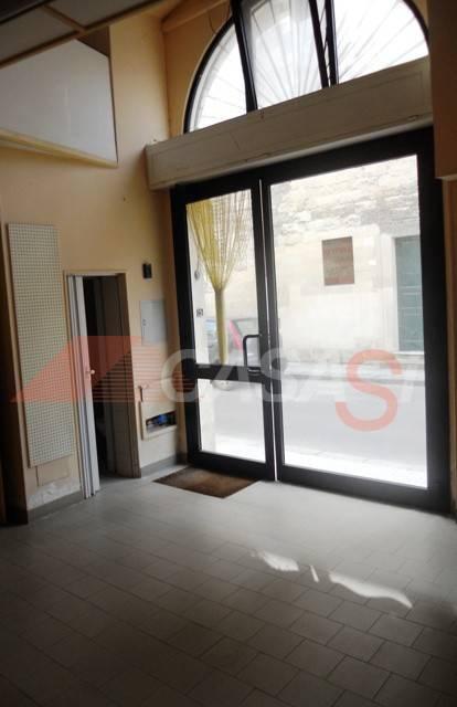 Negozio / Locale in affitto a Maglie, 1 locali, prezzo € 300   CambioCasa.it