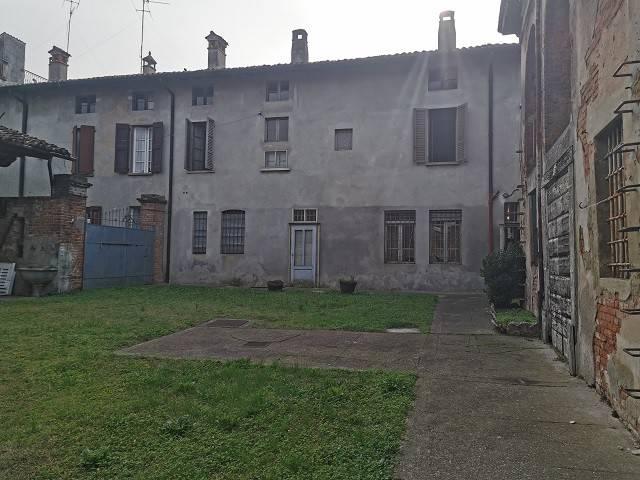 Soluzione Indipendente in vendita a Casalbuttano ed Uniti, 8 locali, prezzo € 130.000   PortaleAgenzieImmobiliari.it