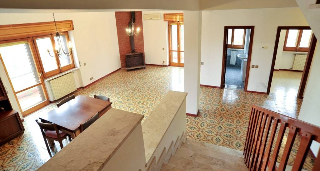 Villa in vendita a Riano, 5 locali, prezzo € 190.000 | CambioCasa.it