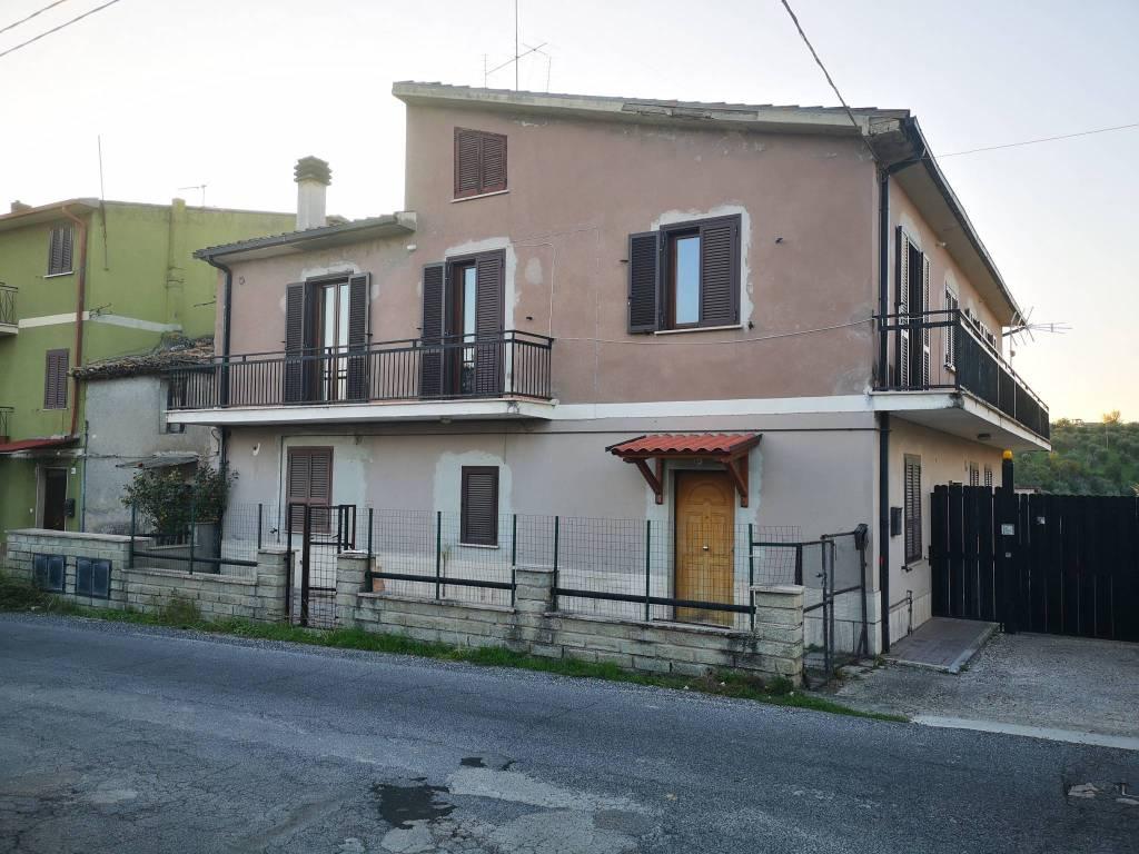 Appartamento in vendita a Frasso Sabino, 5 locali, prezzo € 89.000 | PortaleAgenzieImmobiliari.it