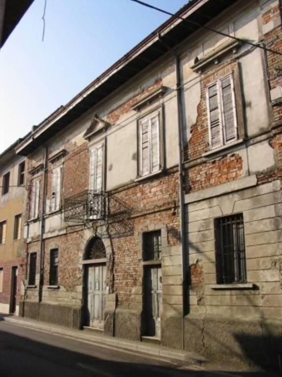 Palazzo / Stabile in vendita a Casalmorano, 6 locali, prezzo € 100.000 | CambioCasa.it