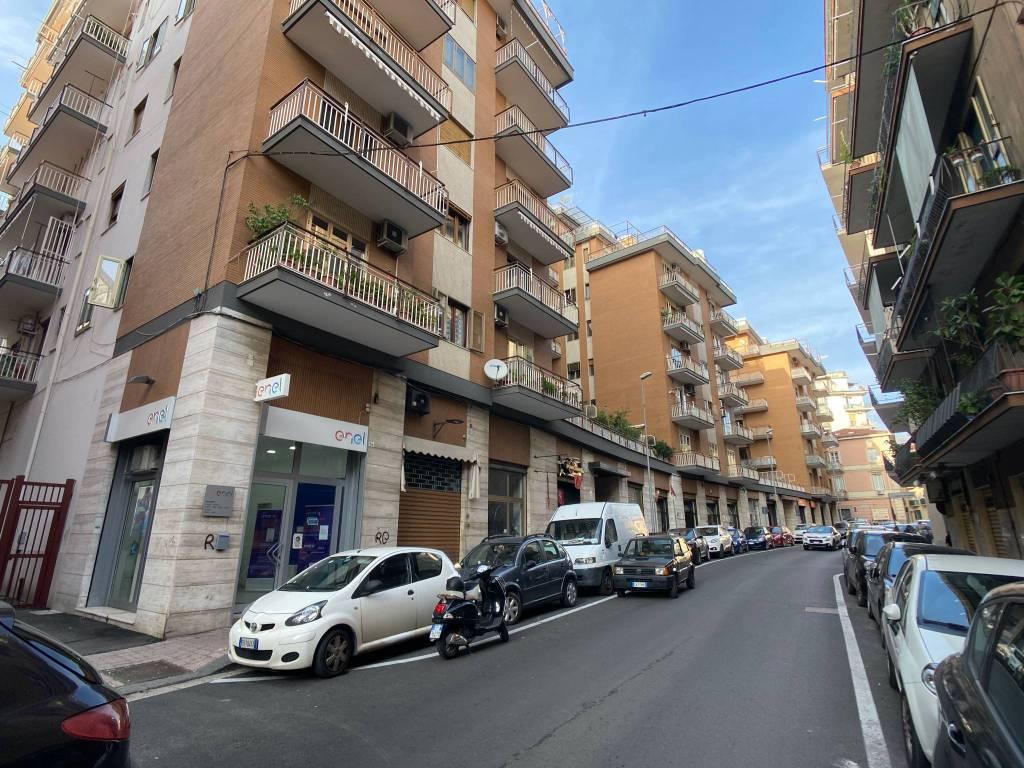 Negozio / Locale in affitto a Salerno, 1 locali, prezzo € 530 | CambioCasa.it